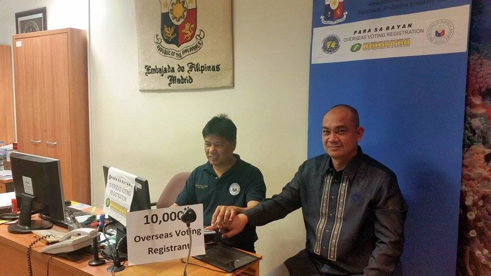 Colonel Romulo Manuel registers as the 10,000th Overseas Voter!
