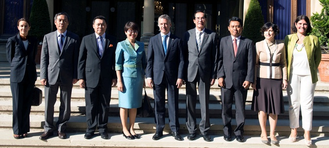 (From left to right: Philippine Honorary Consul to Bilbao Susana Palomino, Ambassador Nguyen Ngoc Binh of Vietnam, Ambassador Kennedy Jawan of Malaysia, ACM Chairperson & Ambassador Busaya Mathelin of Thailand, Pres. Iñigo Urkullu of the Basque Country, Ambassador Carlos C. Salinas of the Philippines, Counsellor Adi Priyanto of Indonesia, Foreign Action Secretary General Marian Elorza and Director of Foreign Affairs Leyre Madariaga.) Photo courtesy of Irekia.
