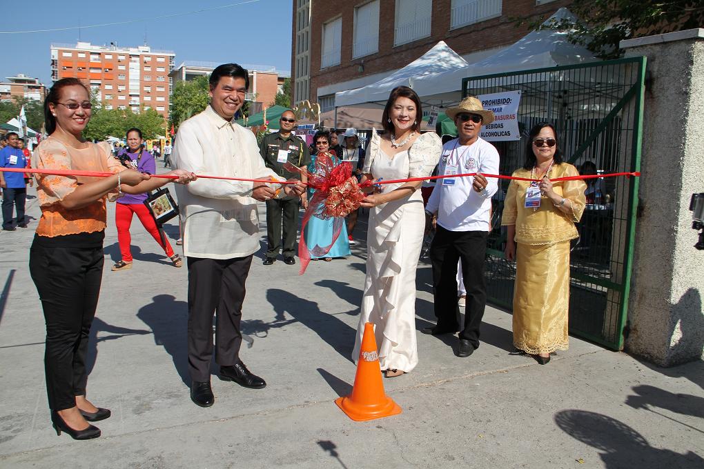 Filipino Community in Madrid Holds Barrio Fiesta 2015