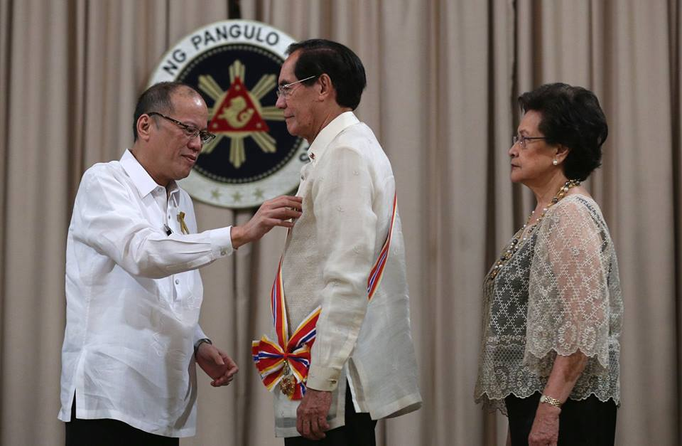 Ambassador Salinas receives the Order of Sikatuna, Grand Cross, Gold Distinction Award from President Benigno S. Aquino III.