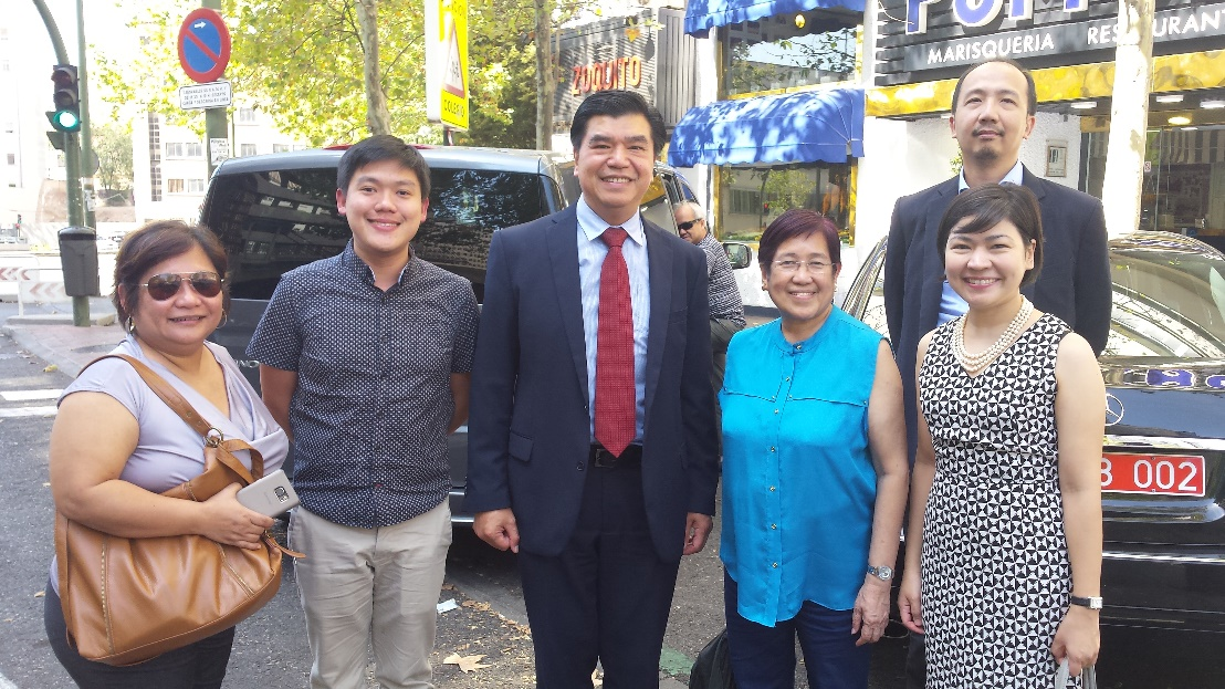 Philippine Embassy in Madrid Officers with CHED Officials. L-R: Director Lily Freida Milla, Program Director Karol Mark Yee, Minister and Consul General Emmanuel Fernandez, Commissioner Minella Alarcon, First Secretary and Consul Gerardo Abiog and First Secretary and Consul Mary Luck Hicarte.