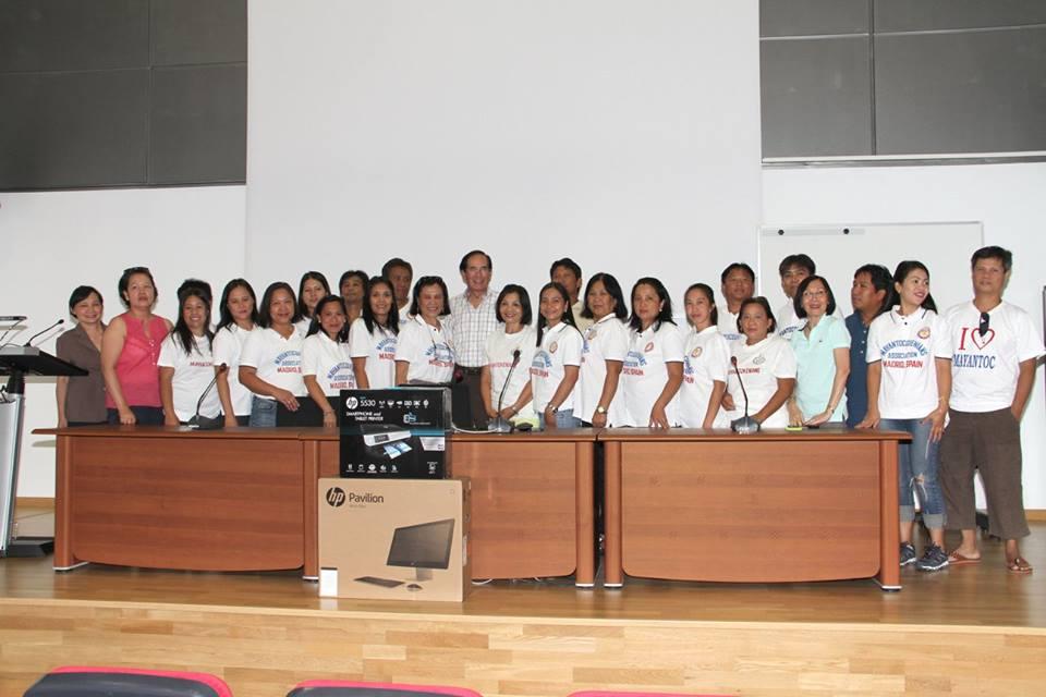 Ambassador Carlos C. Salinas awards desktop computer set to Mayantocquenians Association of Madrid