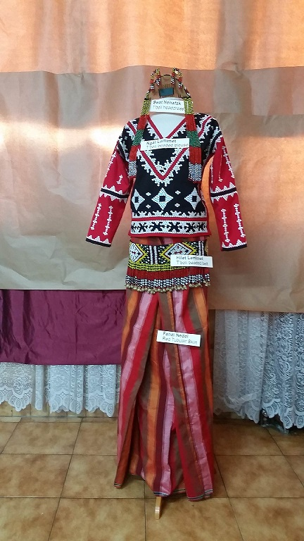 Display of T'boli clothing and accessories couresy of NCCA.