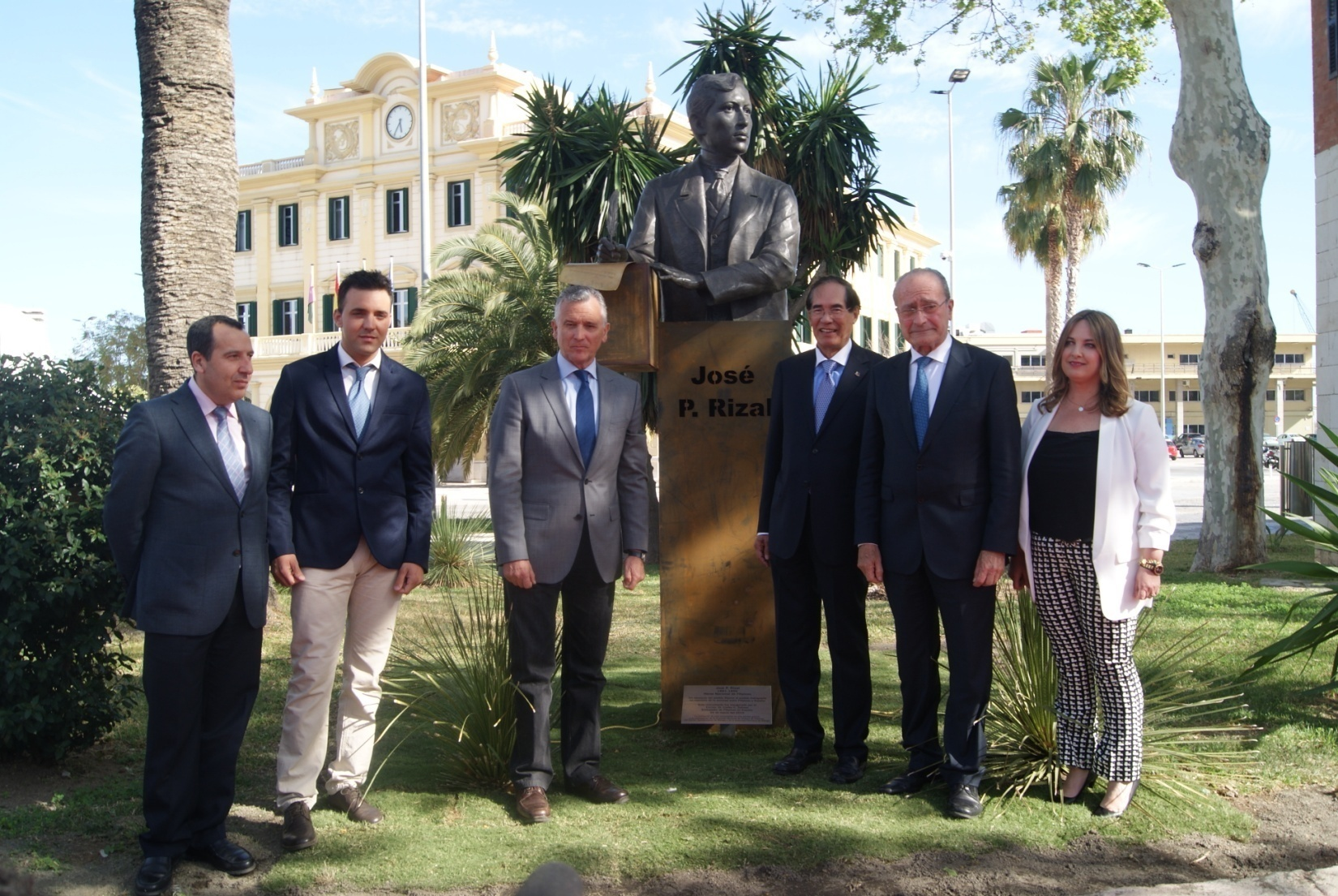 L-R: Mr. José Luis Ruíz Espejo, Mr. Juan Vega, Mr. Paulino Plata Cánovas, Ambassador Salinas, Mayor Francisco de la Torre Prados, and Consul Rosa Agüera